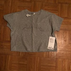 Lululemon tshirt with new york skyline size 4